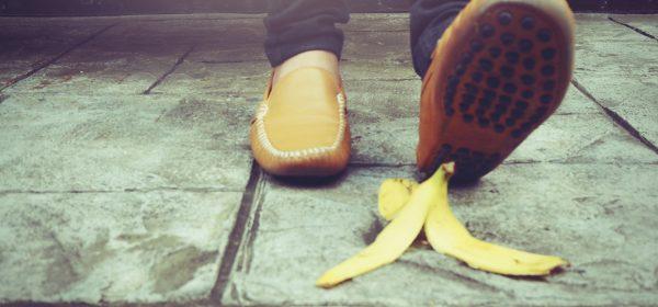 Proč se (ne) kloužeme po banánové slupce?