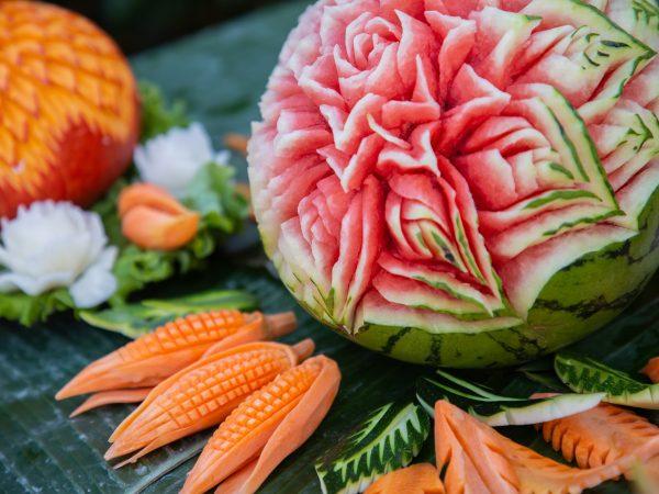 Carving ovoce: Staňte se umělci ve vaší kuchyni!